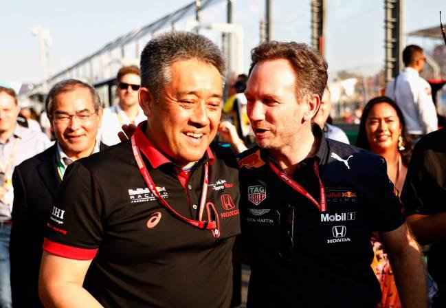 Yamamoto y Horner, de camino al podio.