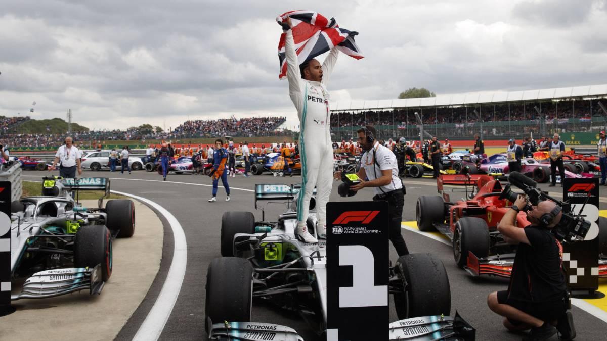 Hamilton reina en el caos