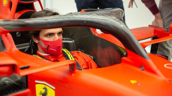 Carlos Sainz, en Maranello, visita la fábrica de Ferrari.