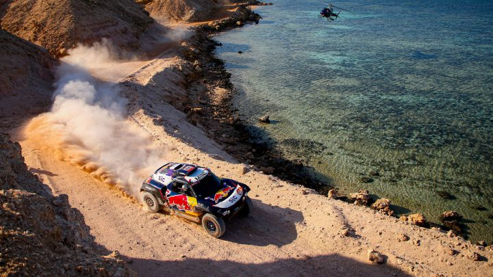 Sainz con el Mini en el Dakar.