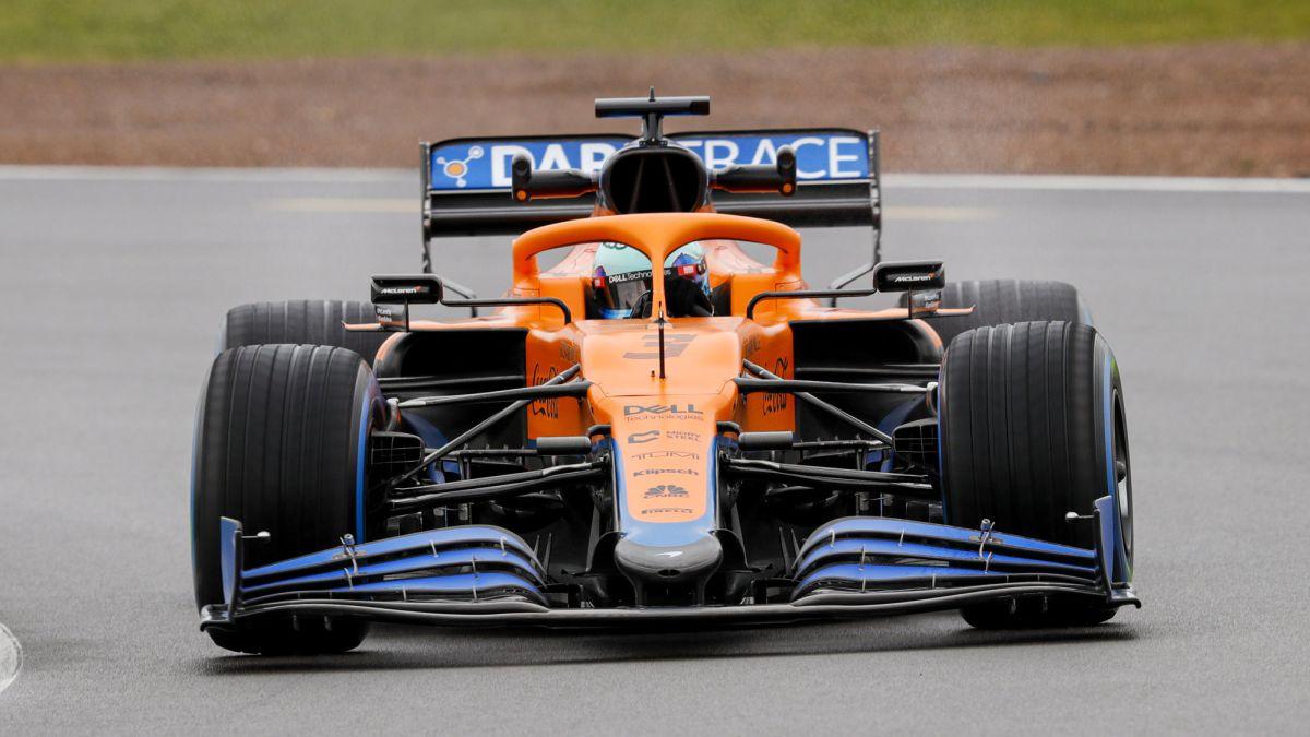 """Ricciardo y McLaren sonríen: """"¡Guau! Se siente rápido"""""""