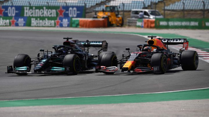 Lewis Hamilton (Mercedes W12) y Max Verstappen (Red Bull RB16B). Portimao, Portugal. F1 2021.