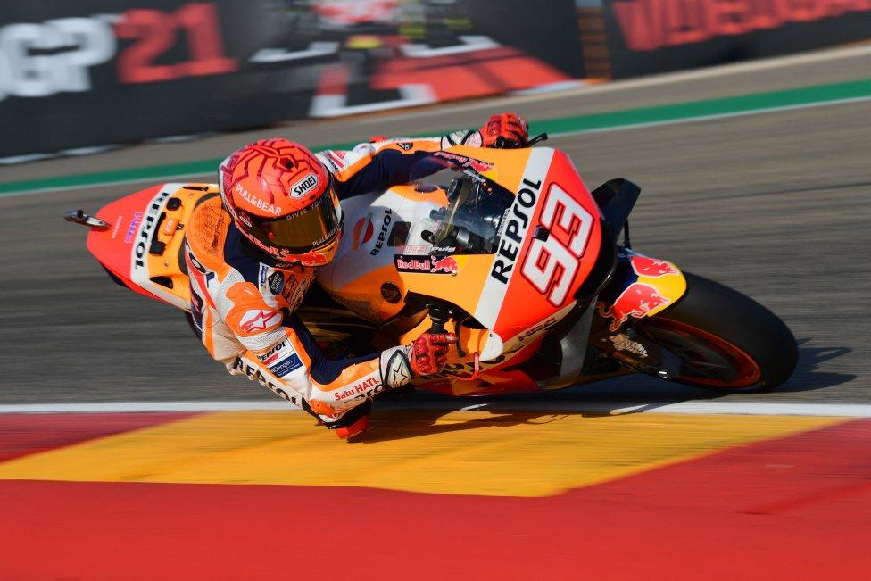 Marc Márquez, jugando en casa, buscando la pole durante la clasificación.
