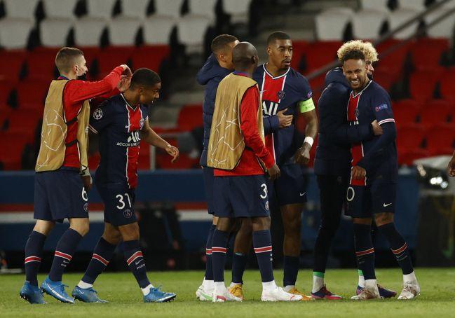 Neymar celebra la clasificación del PSG a semifinales.