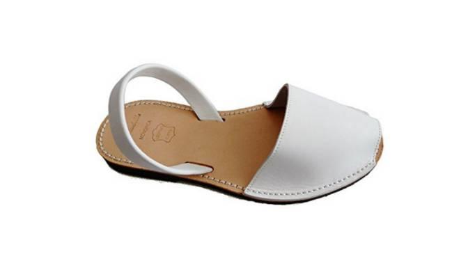 Las menorquinas son un calzado muy típico español. Uno de los calzados  veraniegos más cómodos ... 861ab8f7c6f