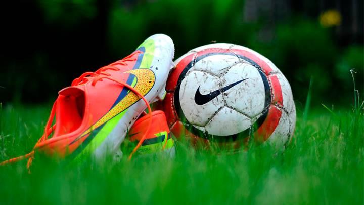botas o championes de futbol para los hombre que cumplen años