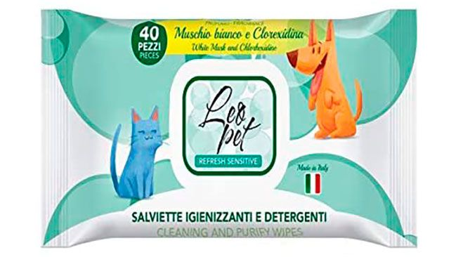 Disinfectant wipes for dogs and cats