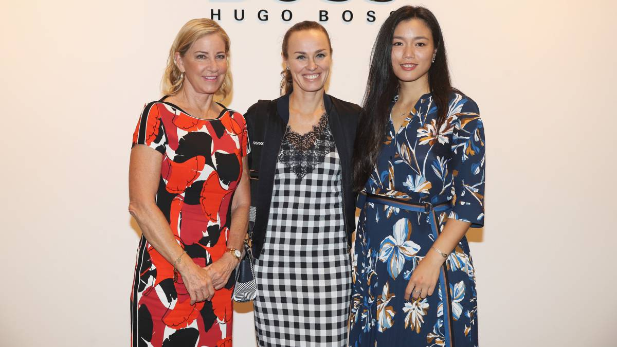 Chris Evert, con Martina Hingis y Chan Yung-Jan.