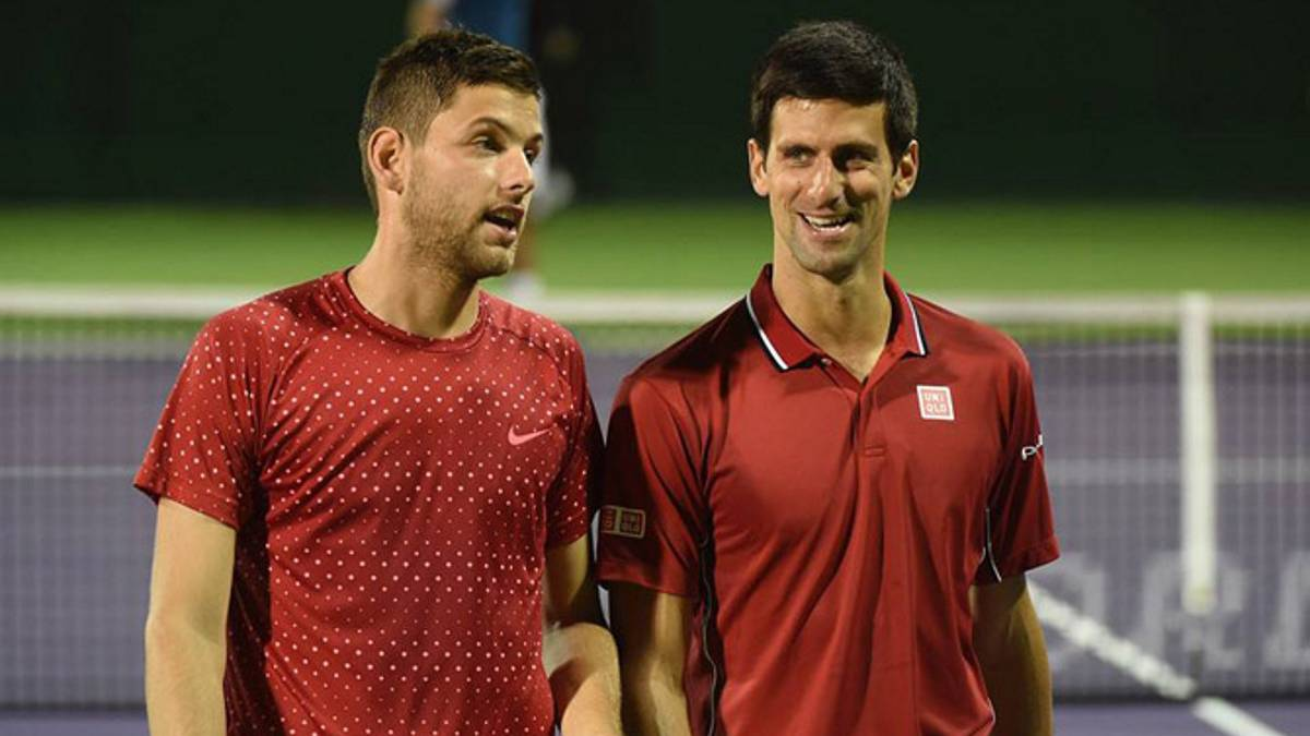 Filip Krajinovic y Novak Djokovic.
