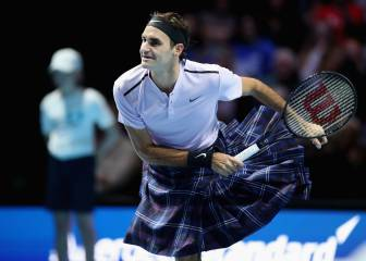 Federer gets kilted up against 'See you Jimmy' Murray