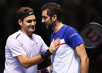 Federer moves into semifinals unbeaten for 10th time