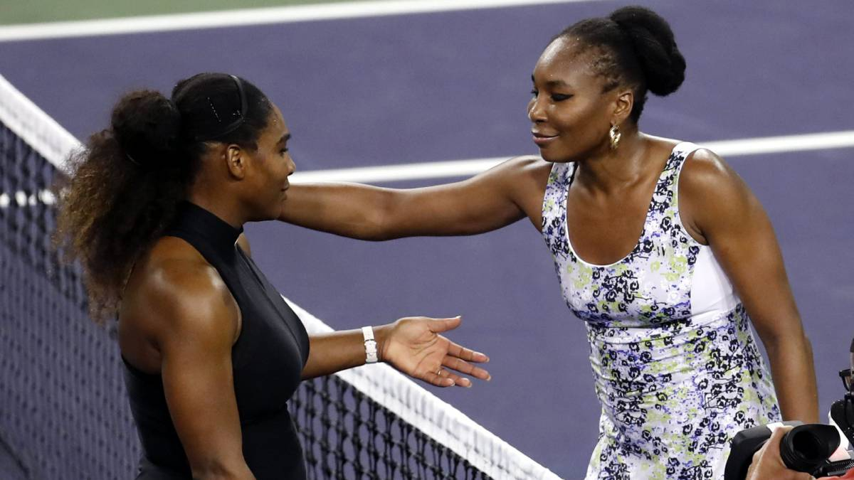 Las hermanas Serena Williams (i) y Venus Williams (d)