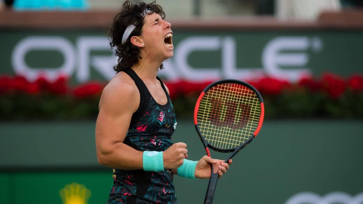 Carla Suárez celebra su victoria ante Elina Svitolina en el BNP Paribas Open de Indian Wells.