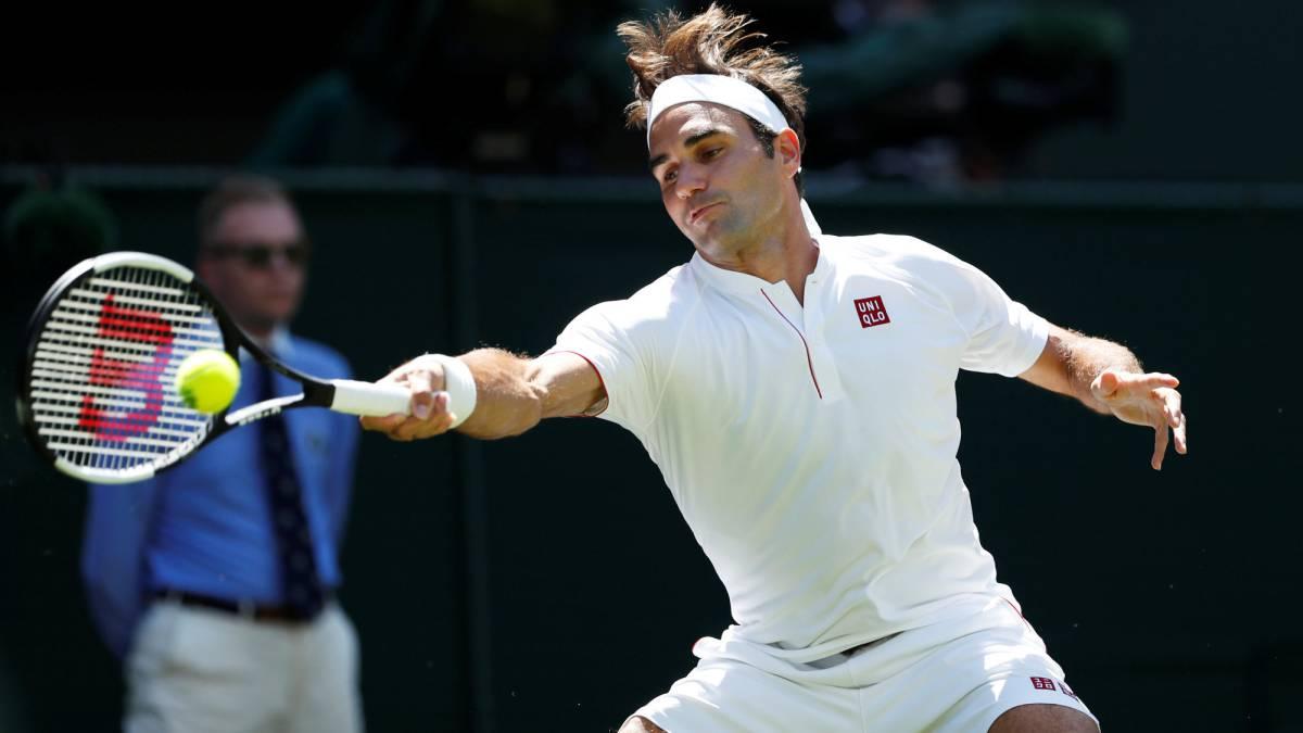 Roger Federer con su equipación Uniqlo.