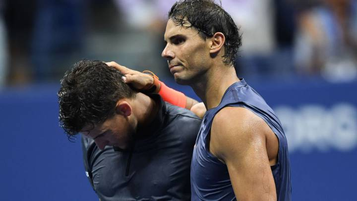 Rafael Nadal consuela a Dominic Thiem tras superarle en los cuartos de final del US Open en el USTA Billie Jean King National Tennis Center de New York.