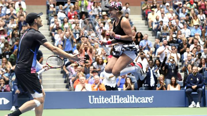 Mattek-Sands y Jamie Murray se imponen en doble mixtos