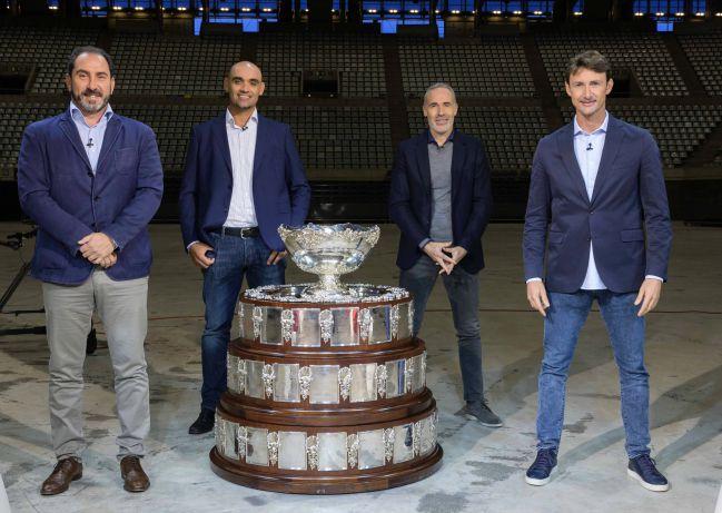 Costa, Balcells, Corretja y Ferrero posan durante un reportaje de TVE.