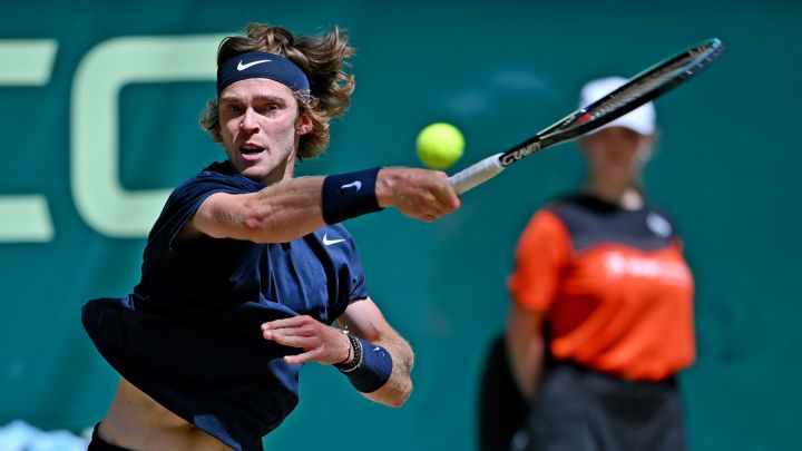Rublev-Humbert and Berrettini-Norrie, late in grass