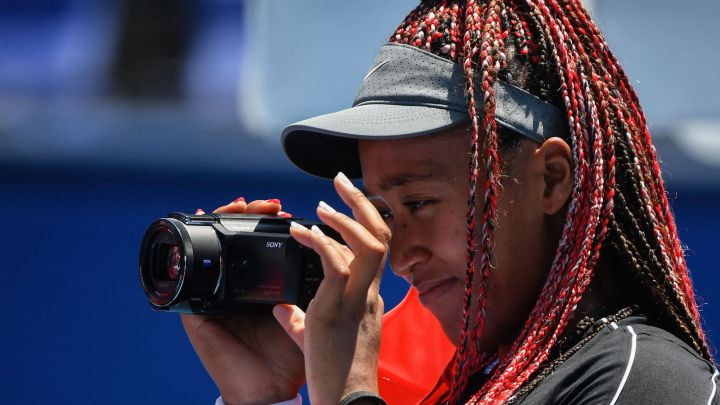 The Japanese tennis player moves her life behind the cameras in a documentary series, Naomi Osaka.  The production is now available to users on Netflix.
