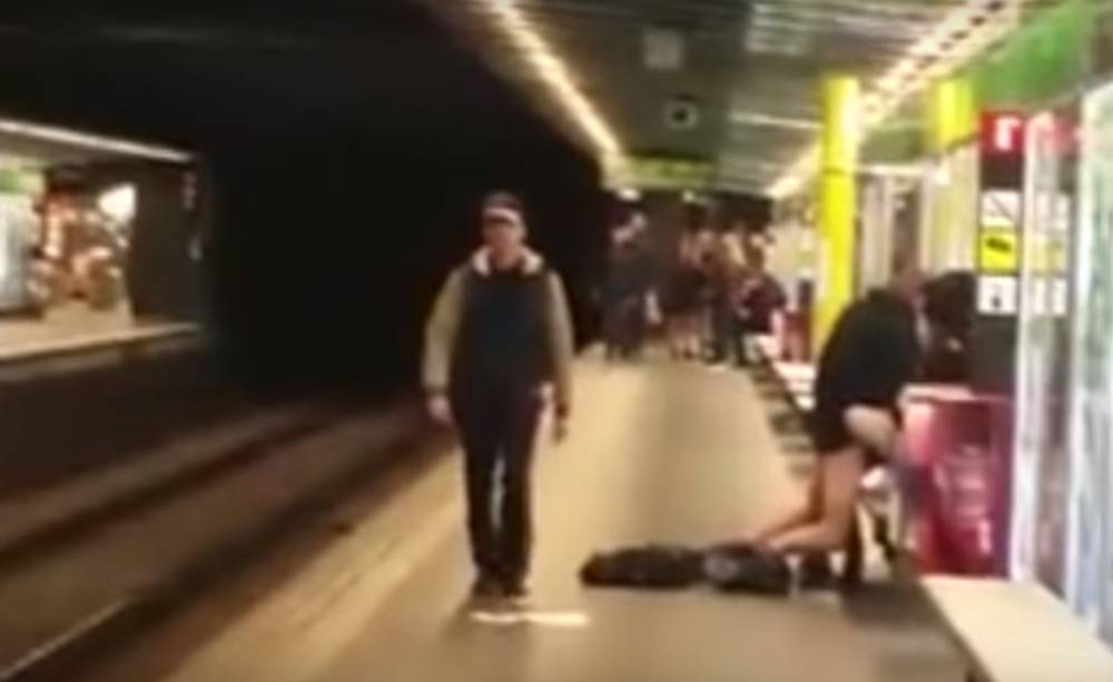 Sexo en el metro de barcelona - 1 7