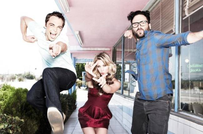 Jim Parsons, Kaley Cuoco y Johnny Galecki, las estrellas de 'The big bang theory'. Foto Twitter