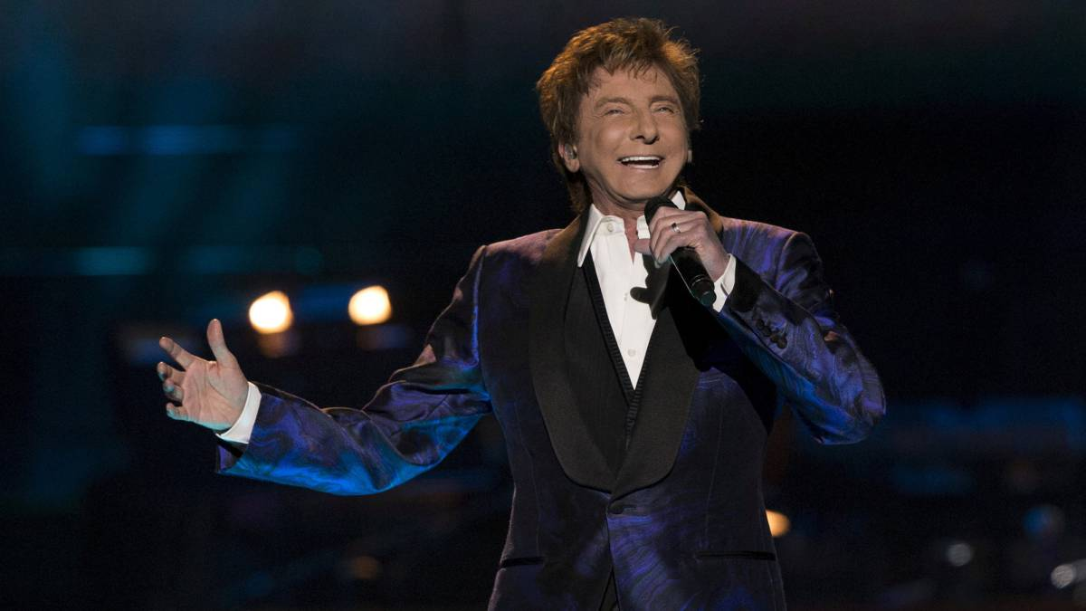 El cantante Barry Manilow actuando en Los Angeles en 2015.