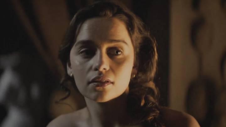 Emilia Clarke Desnuda En Voice From The Stone Ascom