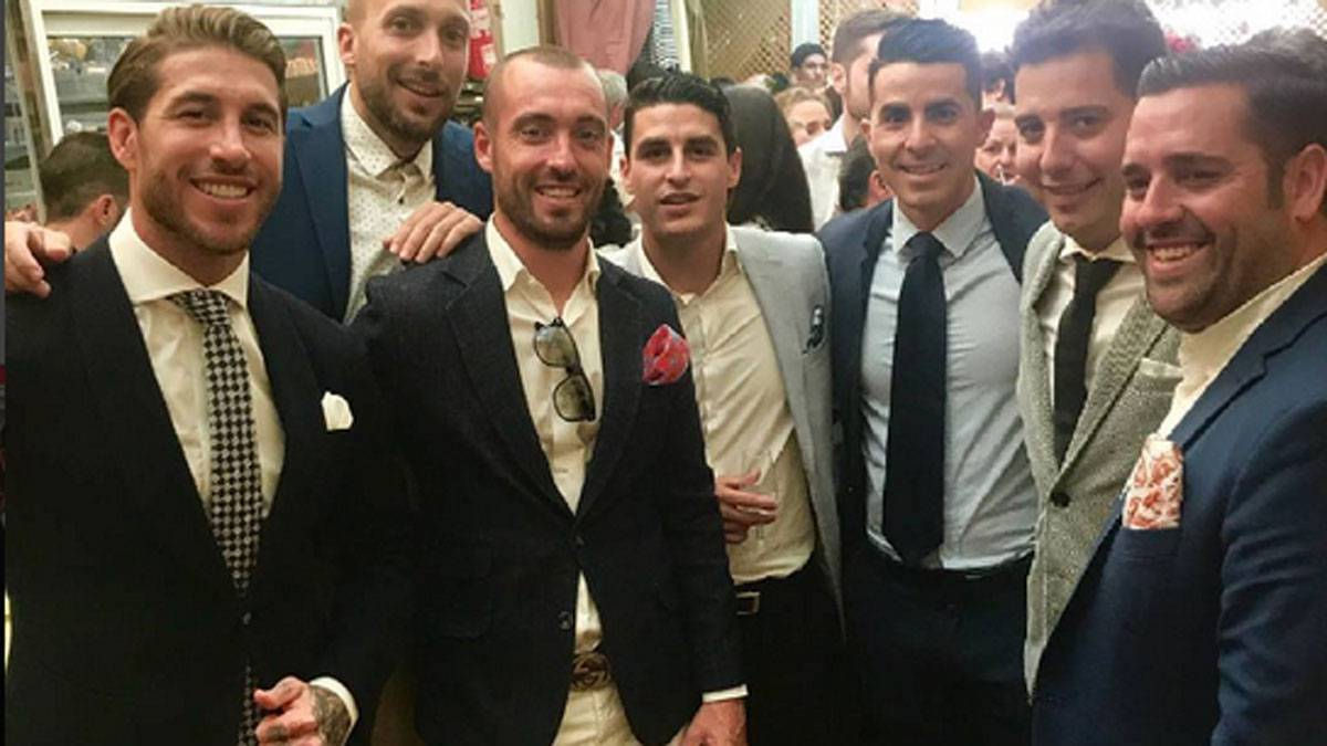Dapper Sergio Ramos poses with pals at Feria de Abril