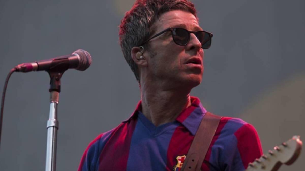 Noel Gallagher fue telonero de U2 con la camiseta del Barcelona