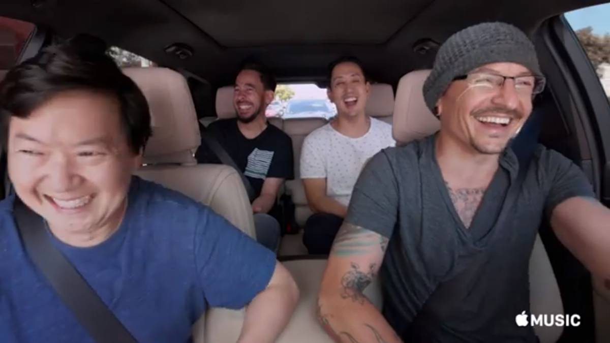 "El fallecido Chester Bennington con sus compañeros de Linkin Park Mike Shinoda y Joe Hahn y el actor y médico estadounidense Ken Jeong en el programa de Apple Music ""Carpool Karaoke: The Series""."