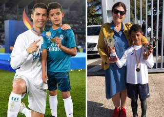 Cristiano salutes his son after he wins school Pichichi