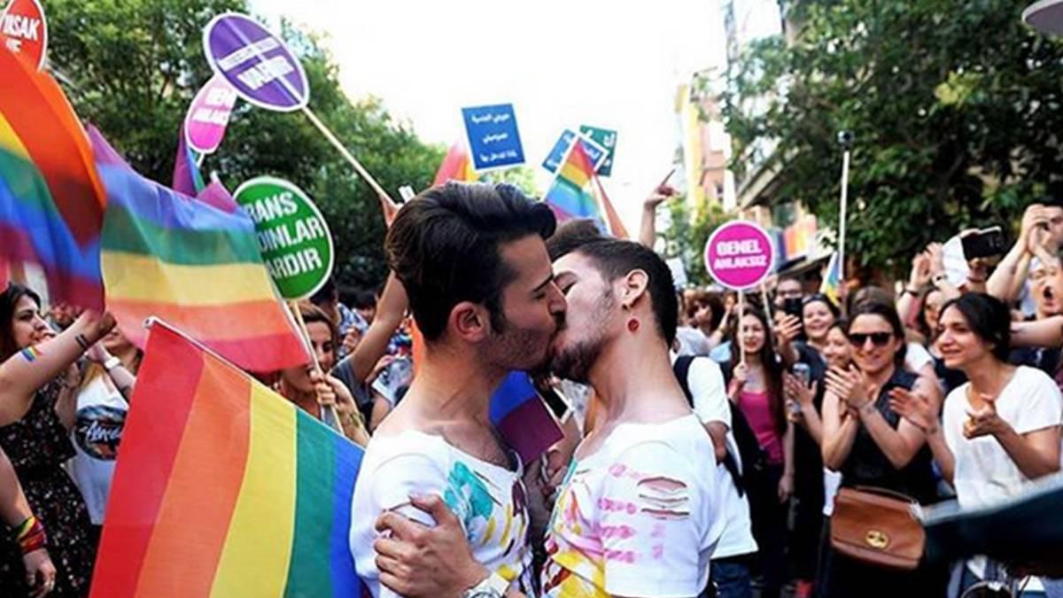 Resultado de imagen para Fotos de Las fiestas del Orgullo Gay de Madrid