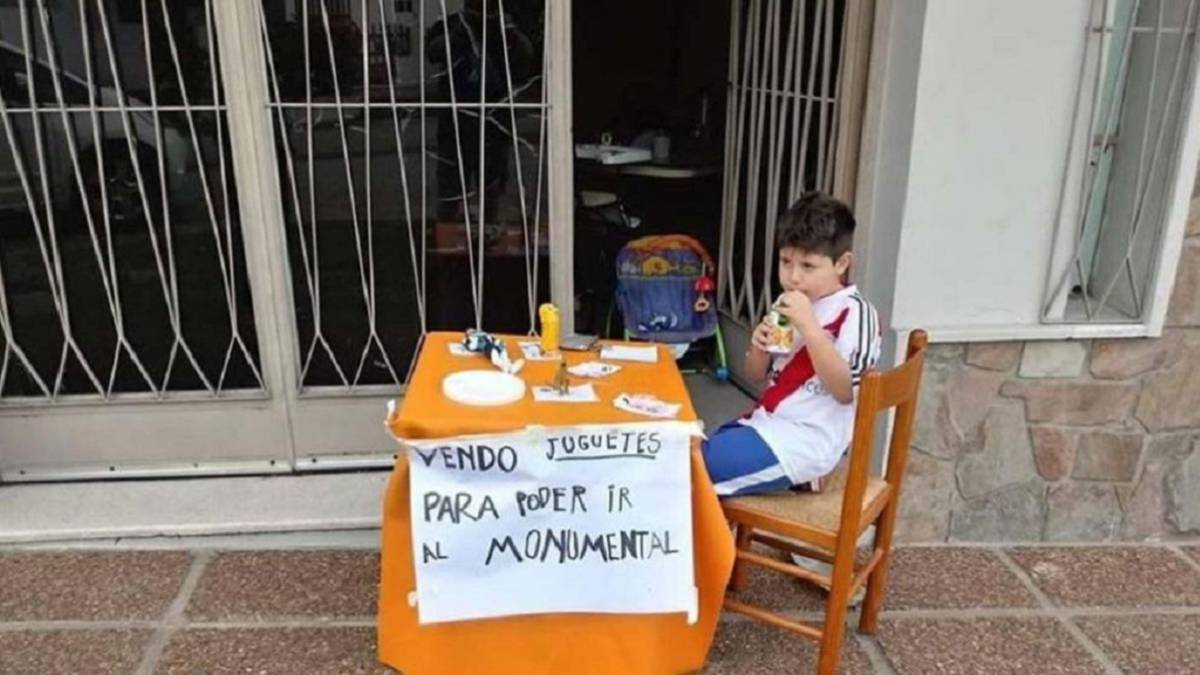 6-year-old River fan Renzo melts the hearts of Argentina