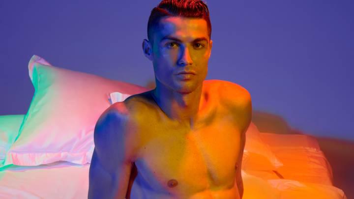 19ecdbeb8ad Cristiano presenta su nueva línea de ropa interior evocando la belleza de  un atardecer