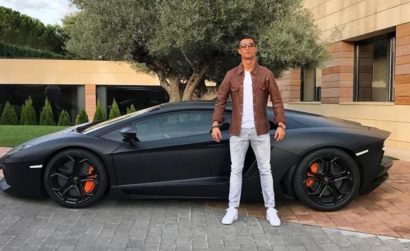 cristiano ronaldo colección coches lujo lamborghini bugatti ferrari mercedes mclaren