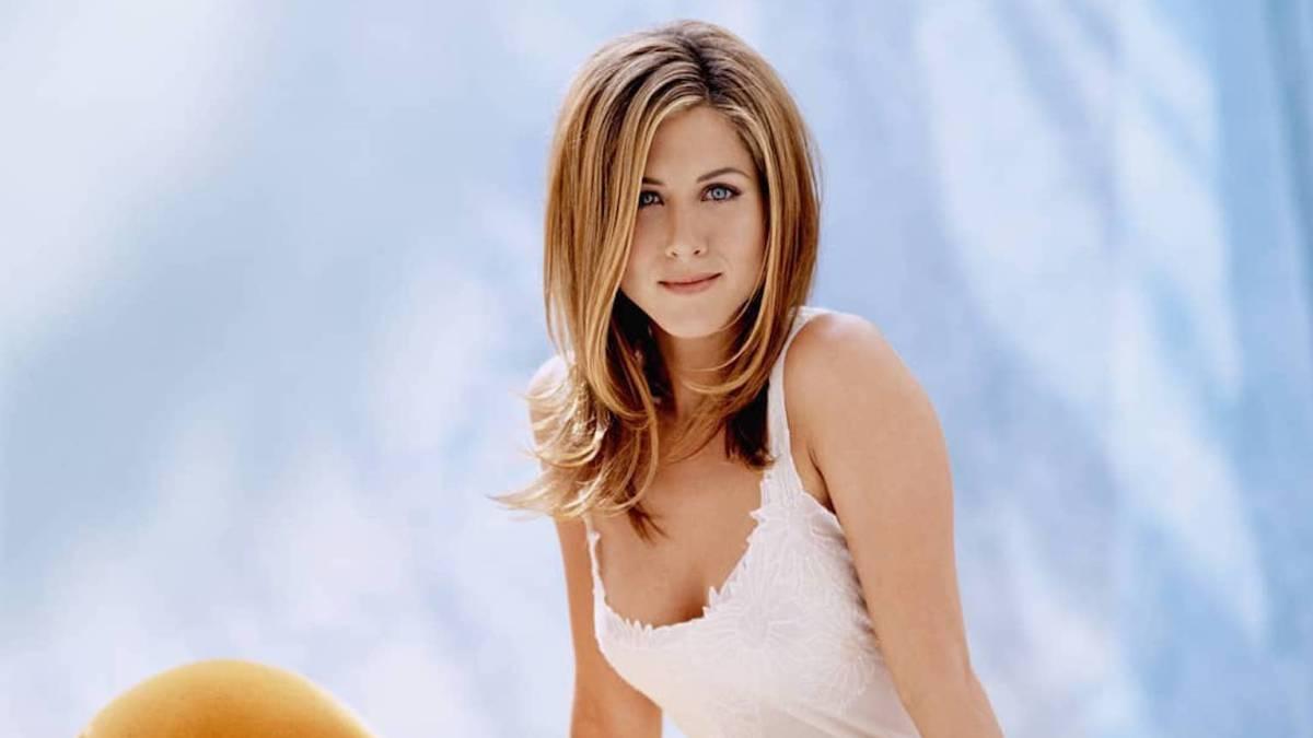 Subastan fotos de Jennifer Aniston desnuda para recaudar
