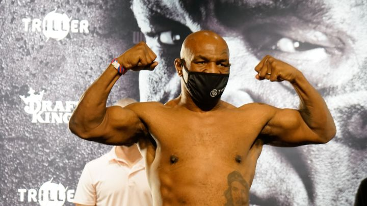 Mike Tyson, en el pesaje de su combate ante Roy Jones Jr.