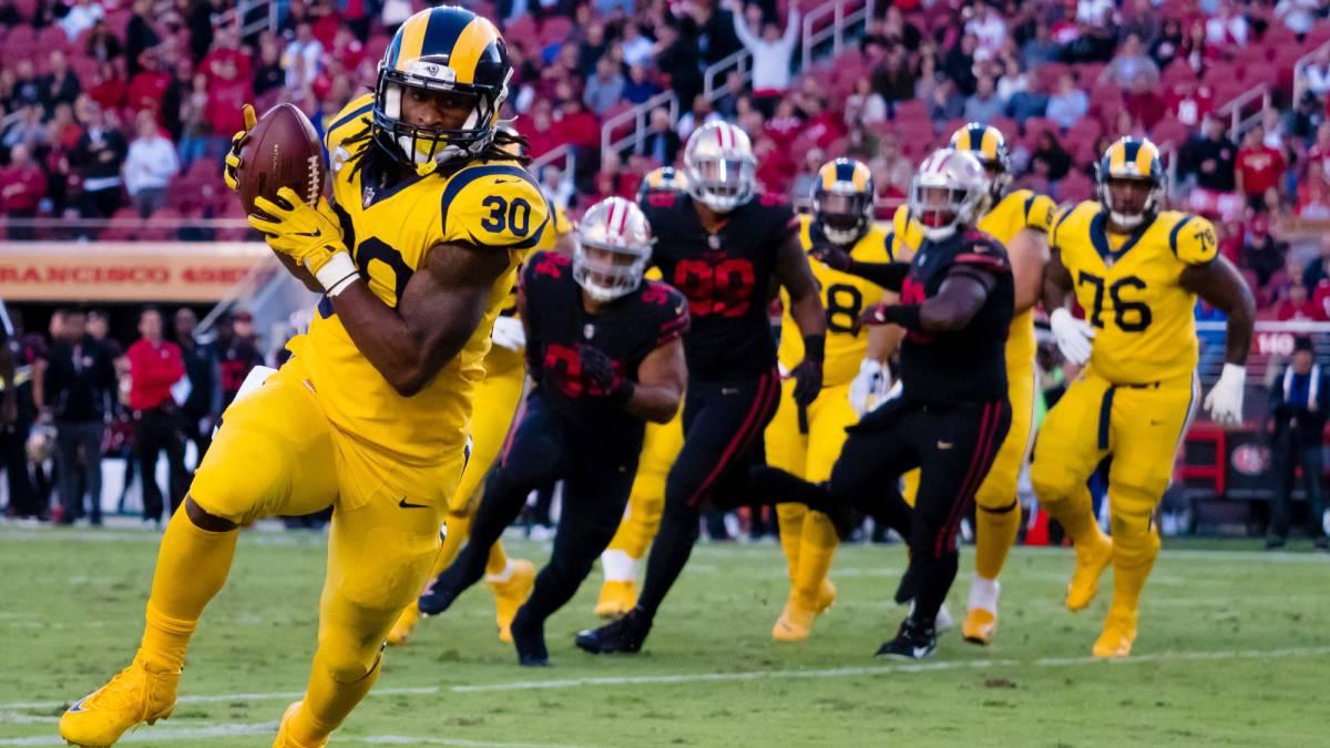 """El corredor de Los Ángeles Rams ha igualado a Calvin """"Megatron"""" Johnson, anotando 6 TDs en sólo tres partidos, gracias a los 3 que consiguió ante los 49ers."""