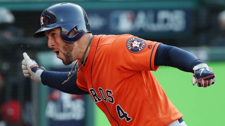 George Springer celebra home run