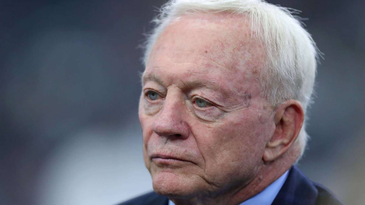 Jerry Jones en partido de los Cowboys