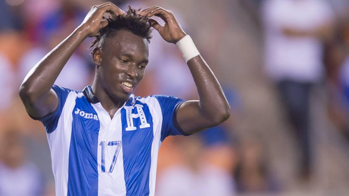 El delantero catracho reflexionó sobre la situación social que viven en su país y, además, dijo que de no ser por el fútbol, su presente sería distinto