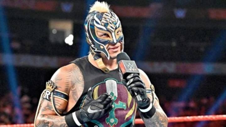 Rey Misterio deja su retiro de la WWE en suspenso y maldice a Seth Rollins por la lesión que le provocó en un ojo