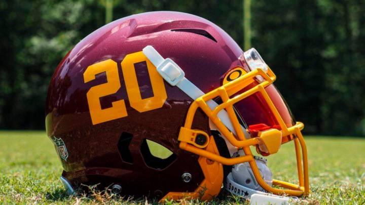 Casco del Washington Football Team para la campaña 2020