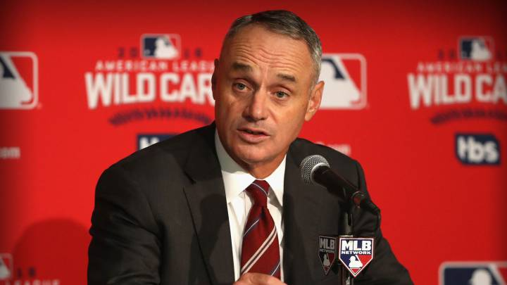 Rob Manfred en conferencia de prensa de la MLB