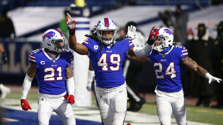 Tremaine Edmunds, Jordan Poyer y Taron Johnson con los Bills