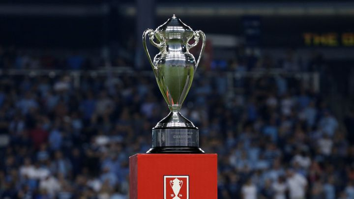 Trofeo a entregar en 2017 de la U.S. Open Cup; final jugada entre Sporting Kansas City y New York Red Bulls