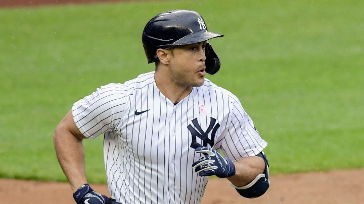 Giancarlo Stanton goes to Yankees DL