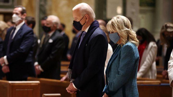 Iglesia católica analiza negar la comunión a políticos que apoyan el aborto  - AS USA