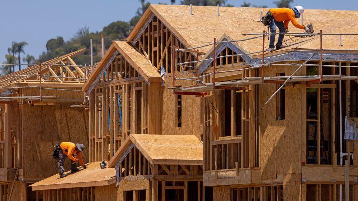 La madera es el material predominante en la construcción de casas en Estados Unidos, pero ¿por qué se construyen con este material si es más vulnerable?