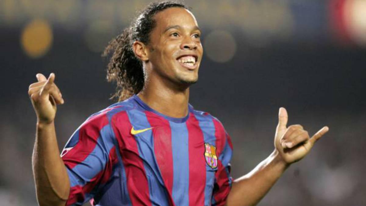 10 virguerías inolvidables de Ronaldinho, el amo del fútbol